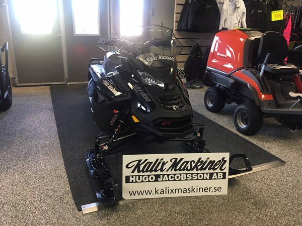 Ski-doo Renegade X-RS 900 ACE Turbo -19 Momsad 195 hk